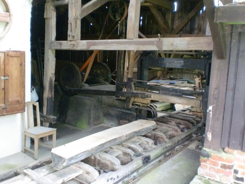 Sägegatter an der Mühle. Wird zu Schauzwecken manchmal in Betrieb genommen.