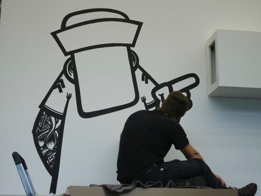 Streetart-Künstler Rebelzer bei der Arbeit