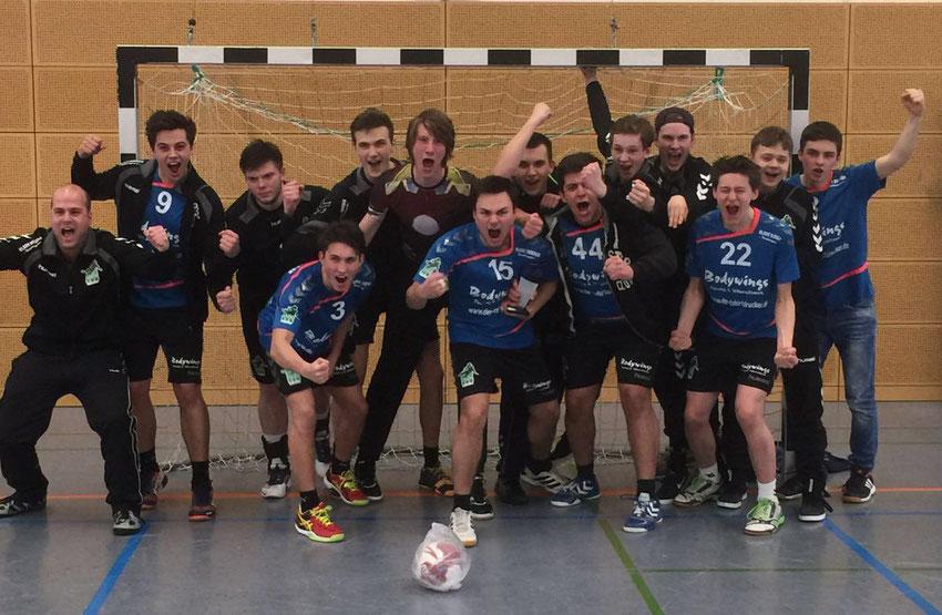 Männliche A-Jugend des TuS Altwarmbüchen freut sich über den zweiten Regionsmeister-Titel in Folge.