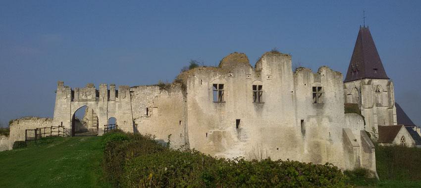 le château de Picquigny dans la Somme près d'Amiens, façade sud, barbacane