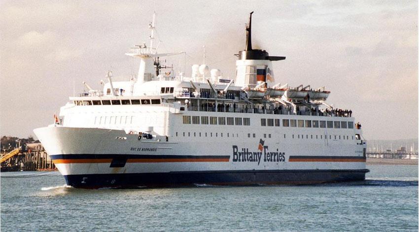 Le M/V Duc de Normandie, premier navire à avoir été exploité entre Ouistreham et Portsmouth par Brittany Ferries.