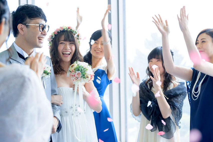 デザイン婚姻届を結婚式で飾る-二人だけのオリジナルなウェディングアイテムに