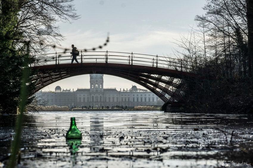 romantischer geht es kaum - die Brücke im Park mit Blick auf das Schloss Charlottenburg