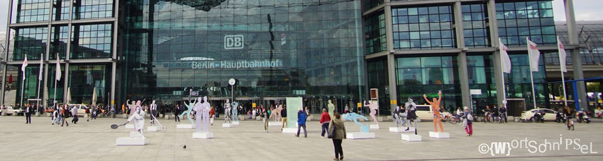 """Die Freiluft-Ausstellung """"Jüdische Stars im deutschen Sport"""" am Hauptbahnhof anlässlich der 14. European Maccabi Games"""