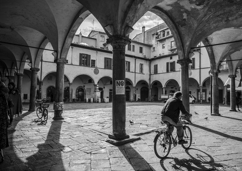 Piazza versteckt in Pisas Innenstadt