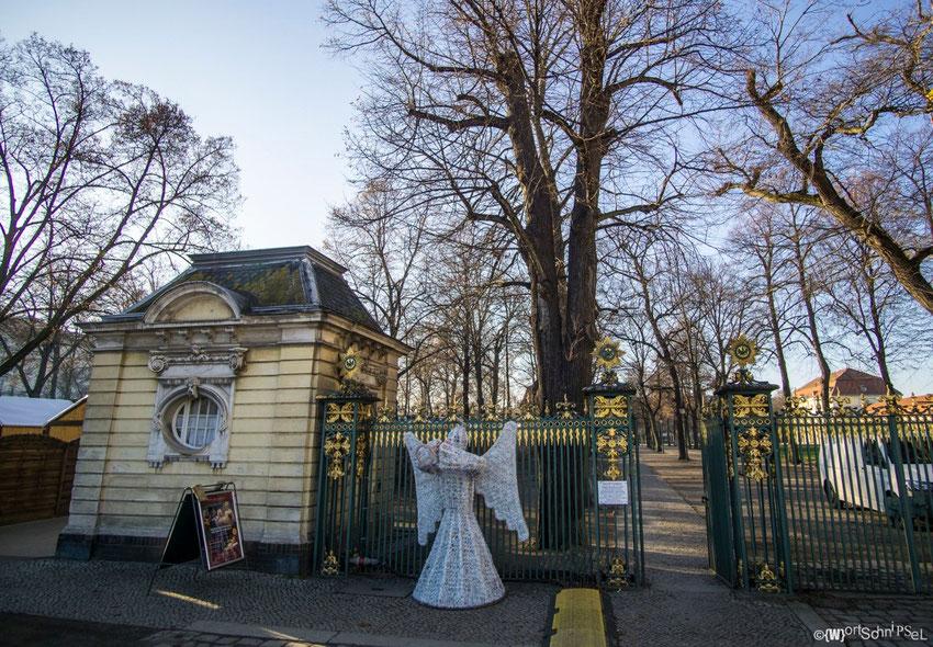 einer der vielen Nebeneingänge zum Schlosspark