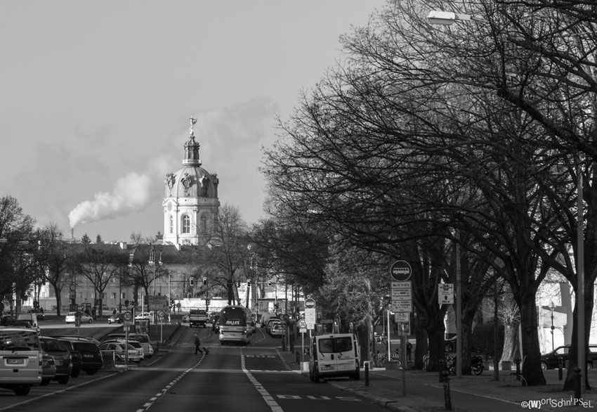 die weithin sichbare Kuppel des Schloss Charlottenburgs