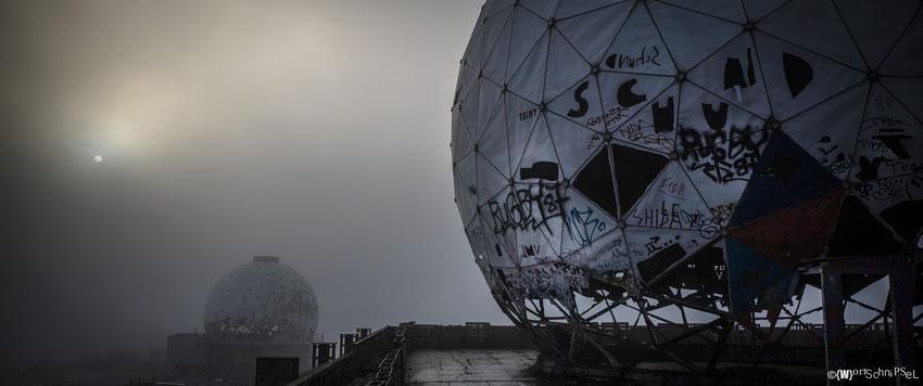 Abhörstation im Nebel