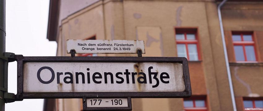 Gut zu wissen, woher die Oranienstraße ihren Namen hat!