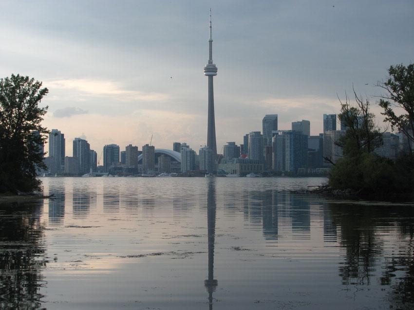 vue de Toronto et de la tour CN, depuis les îles