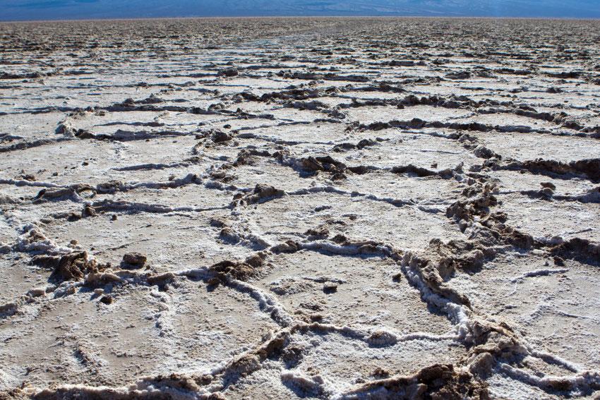 Išdžiūvęs druskos ežeras Badwater Basin Mirties slėnyje