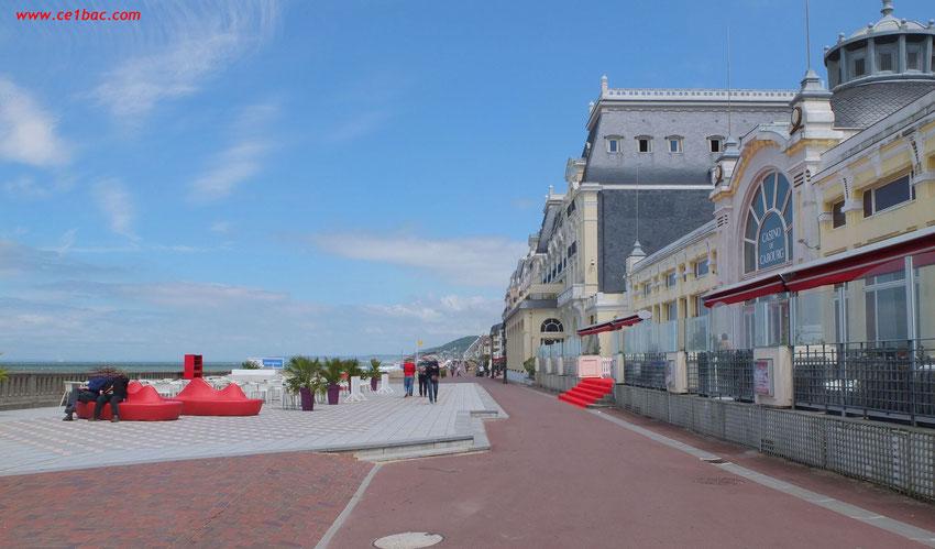 L'esplanade de la plage Cabourg