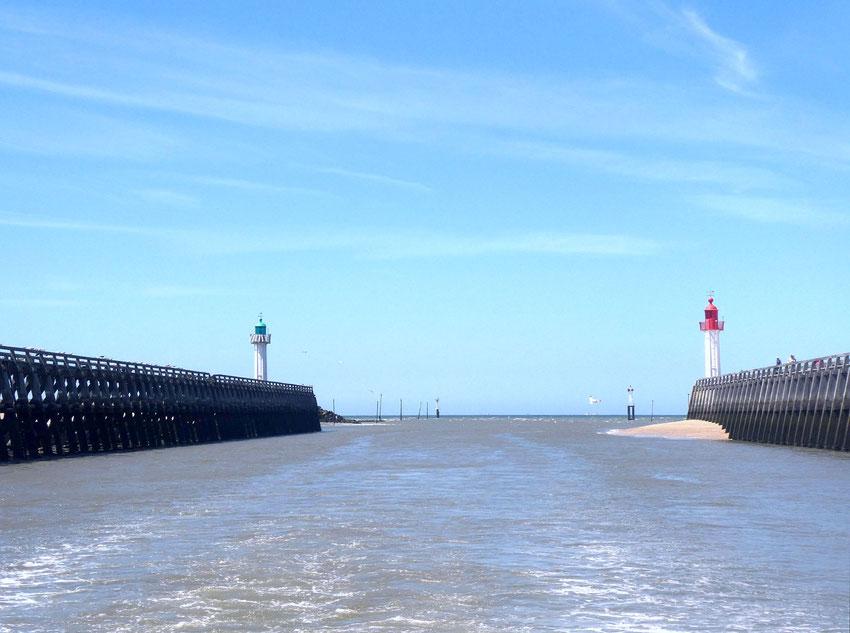 Côté phare rouge, Trouville, côté phare vert, Deauville