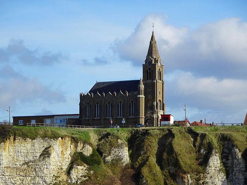 La chapelle des marins sur la falaise à Neuville