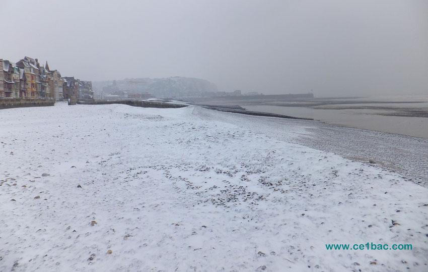 Le Tréport sous la neige (vu de la plage de Mers)