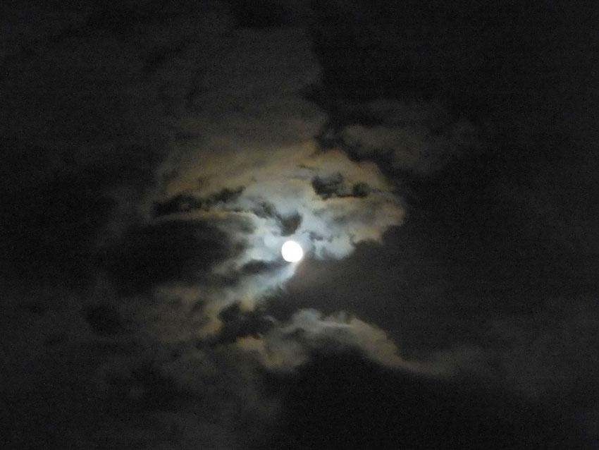 Un éclair... puis la nuit !