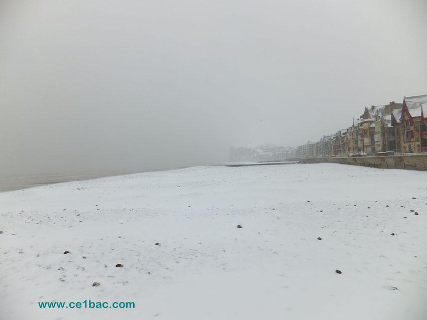 neige sur la plage à Mers les Bains