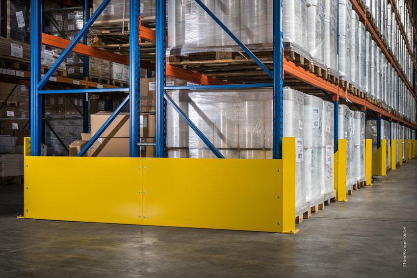 Ausstattung einer Palettenregal-Anlage mit unserem schweren Pfostenschutz