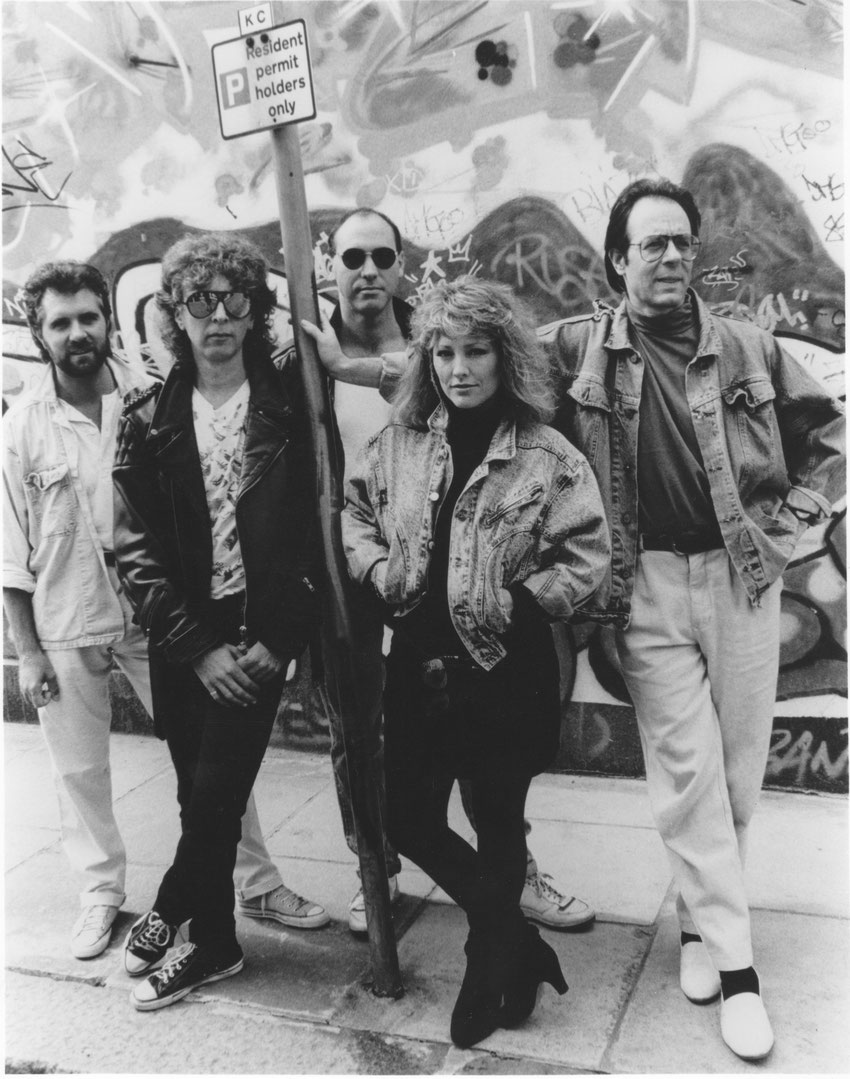 L-R: Mick Rogers; John Lingwood; Denny Newman; Maggie Ryder; Manfred Mann (Masque Publicity Photo)
