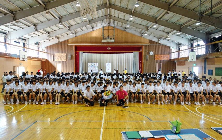 Performance art school event at Ofunato Iwate Japan 2014 岩手県大船渡第一中学校での被災地コンサート