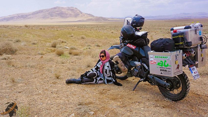 In der Wüste zu fahren ist kein Kinderspiel. Selbst wenn es keine hardcore Wüste ist, die nur aus Sanddünen besteht, ist man doch für jedes Wölkchen dankbar, das vorbeischaut.