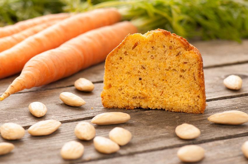 Mandeln und Karotte: die wichtigsten Zutaten für den Mandel Karotten Kuchen im Glas von muu Kuchen.