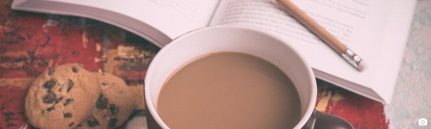 article blog marie fananas écrivain novembre 2015 le mois des dédicaces image chocolat chaud avec cookies et livre
