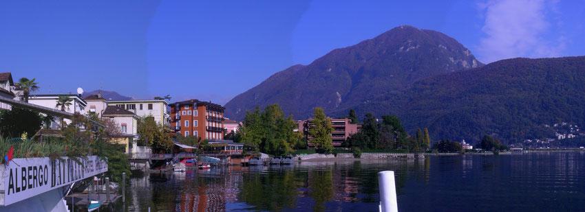 Blick auf die Uferpromenade mit dem Hotel dellago
