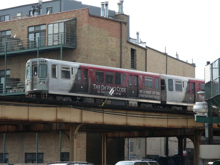 Chicago - Metra-Zug auf der Hochbahn
