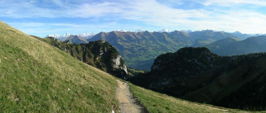 Abstieg vom Stockhorn Richtung Mittelstation Chrindi