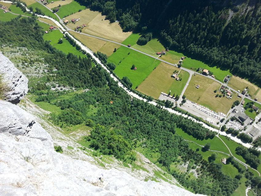 Mürren-Stechelberg; Basejumper im Sturzflug