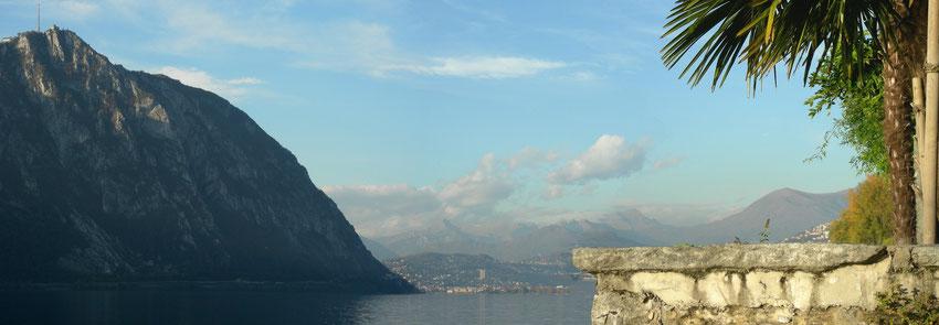 Blick über den Lago die Lugano auf den San Salvadore und Lugano im Hintergrund.