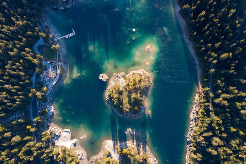 Caumasee aus der Luft Drohne Luftaufnahme, eine Perle der Natur