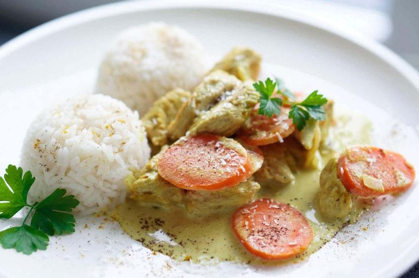 Hähnchen-Curry mit Kokos und Reis | exotisch, clean & schnell zubereitet