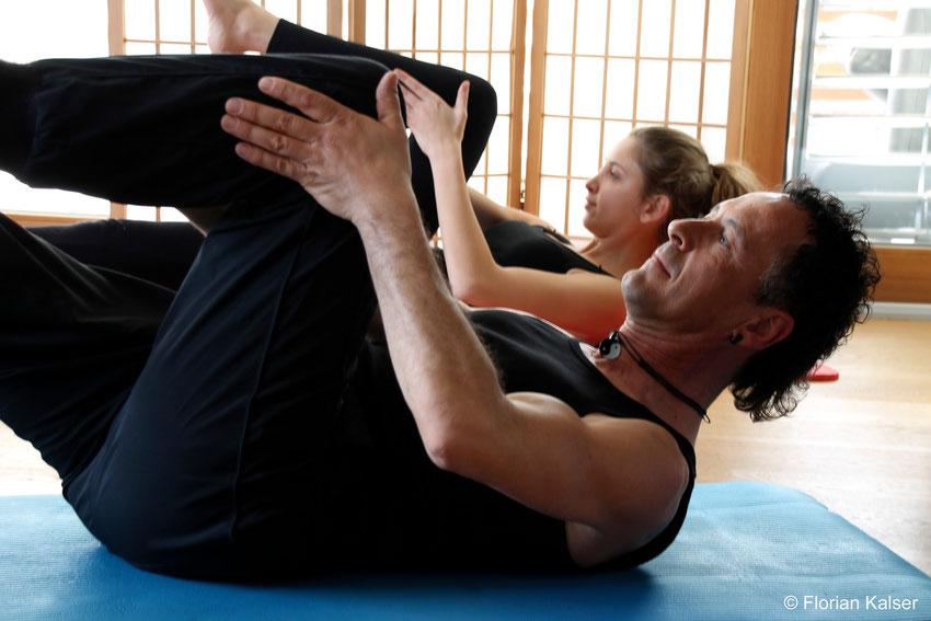Pilates als Einzel- oder Gruppenunterricht, One leg stretch,