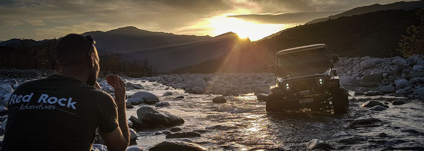 Offroad-Reisen mit dem Geländewagen. Abenteuer pur.