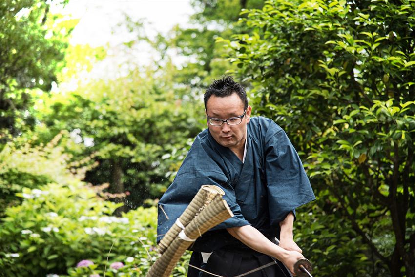 禅寺で本物の日本刀で剣禅一如で斬る
