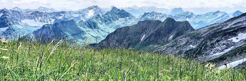 Blick vom Aufstieg zum Daumen in die Allgäuer Berge