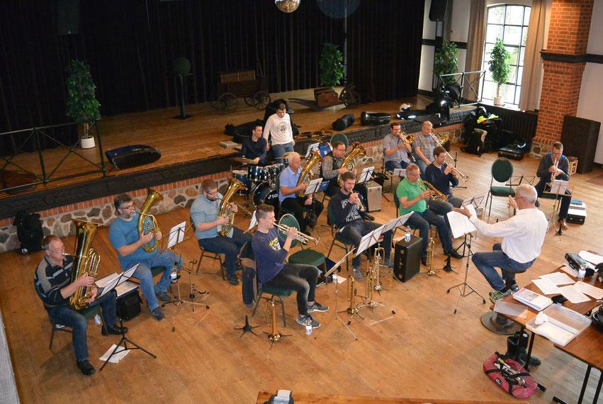 Der Posaunenchor Deinsen ist zu seinem ersten gemeinsamen Probenwochenende in Vielank eingekehrt. Geübt wird schon mal für das Jahresabschlusskonzert im November.