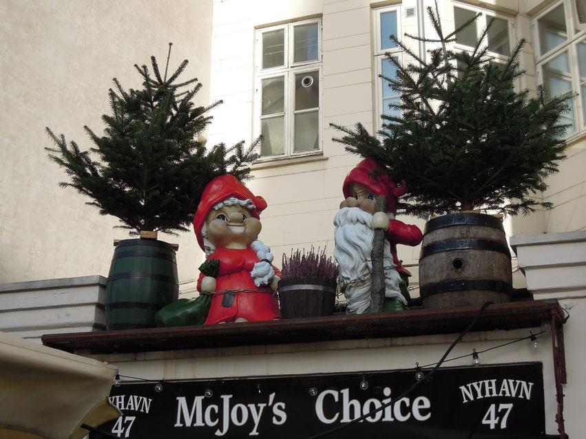 Weihnachtswichtel, die Nisser, an einem Restaurant in Nyhavn. Foto: C. Schumann, 2019