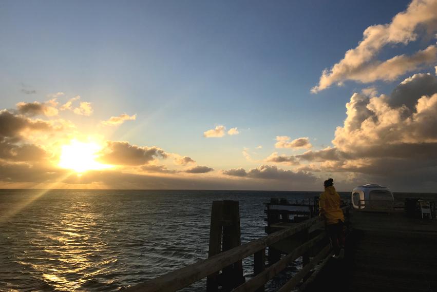 Sonnenaufgang auf der Seebrücke in Großenbrode an der Ostsee
