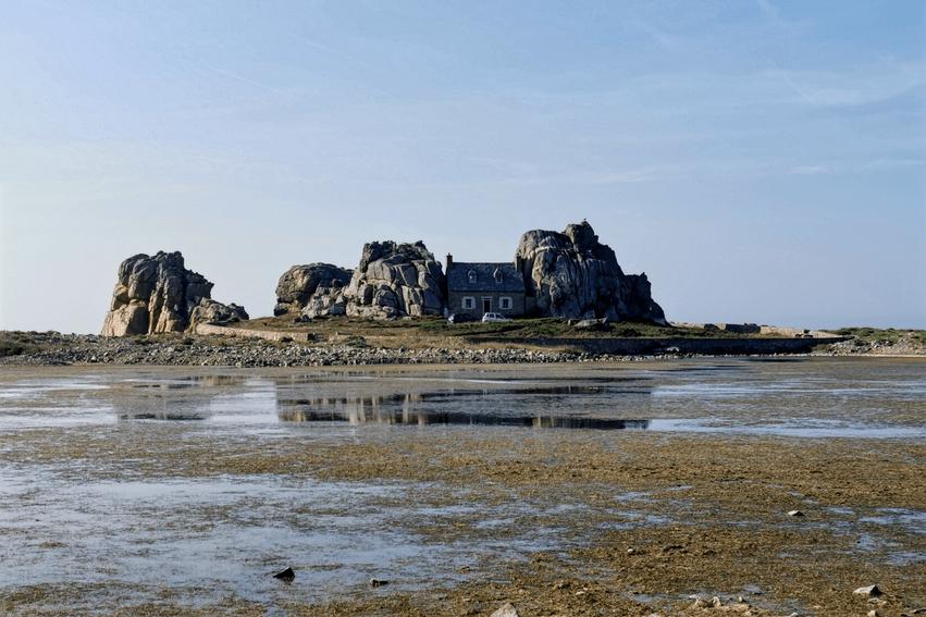 Bretagne Rundreise Haus zwischen den Felsen