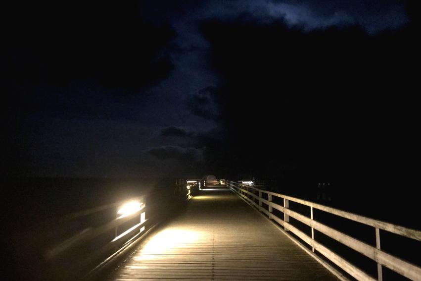 Großenbrode Seebrücke bei Nacht