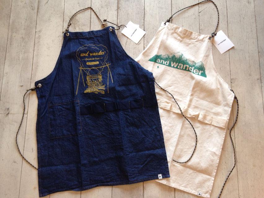 and wander(アンドワンダー)printed canvas & denim apron 各¥7,560(税込)