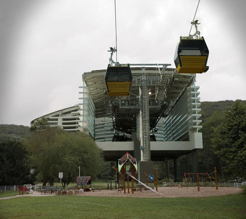 Etwa so sähe es aus, wenn die Seilbahnstation (15 m hoch, 18 m breit, ca. 50 m lang) gebaut würde.