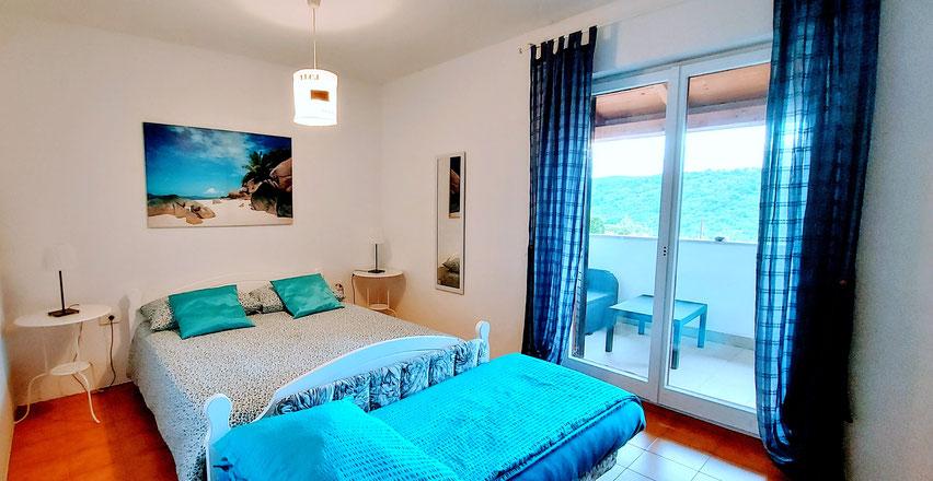 Camera da letto  Red apartment - Letto misura cm 160x200 + 1 divano letto singolo