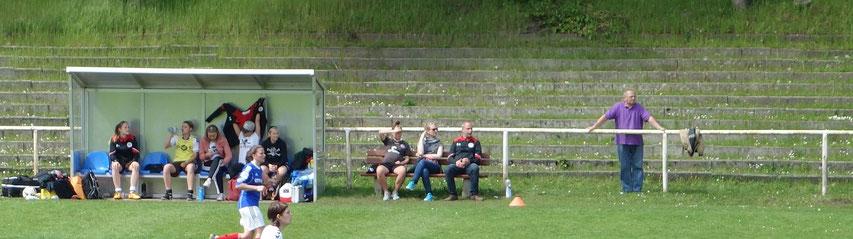 Lass die mal machen: Der Trainer entspannt nach der Fahrradtour gen Kiel