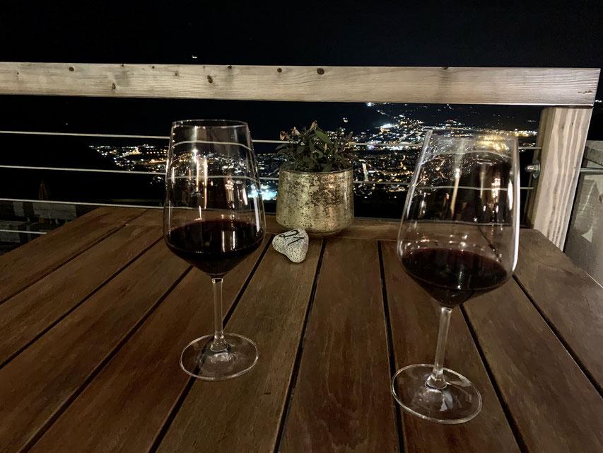 Blick am Abend von der Terrasse des Hotel Belvedere, Jenesien auf das Lichtermeer von Bozen