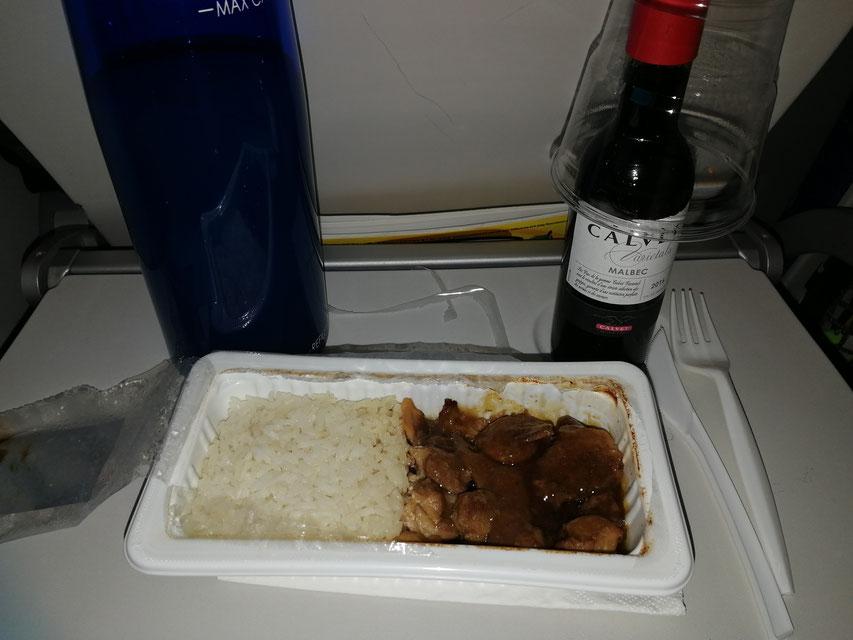 Chicken Teriyaki und 0,33 Rotwein für 19 SGD.