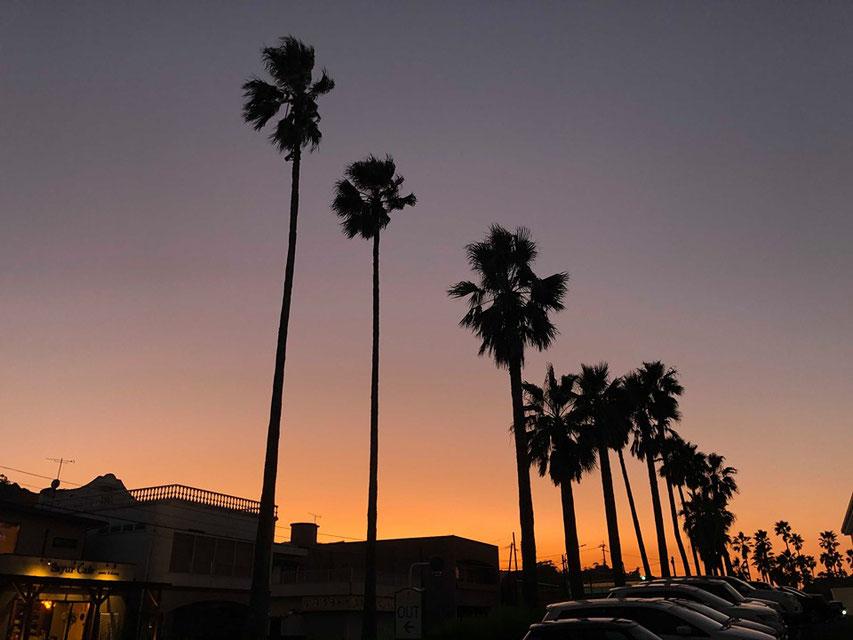 夕焼け空を見上げるとなんだかホッとする。
